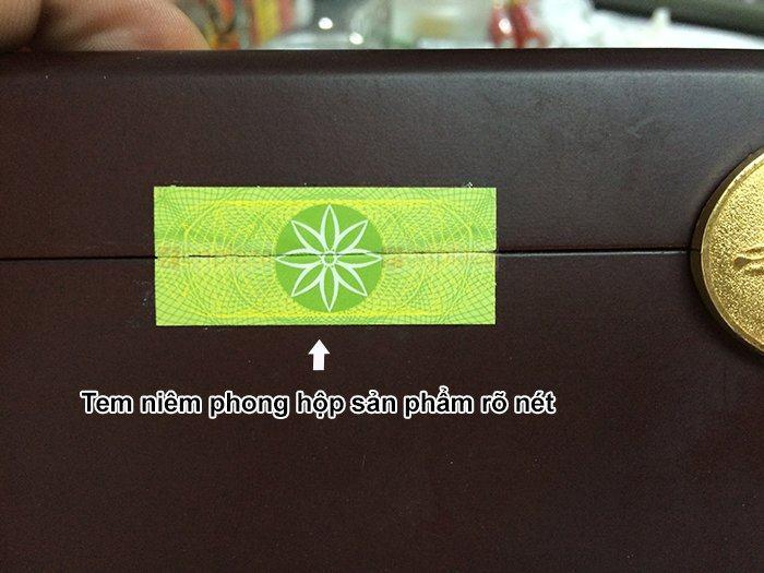 Tem niêm phong chính hãng được dán trên hộp an cung ngưu rùa vàng